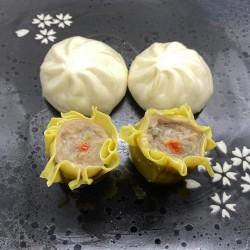4 Dim-Sum (bolitas rellenas de carne cocinadas al vapor)
