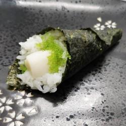 temaki de pez mantequilla y tobiko wasabi